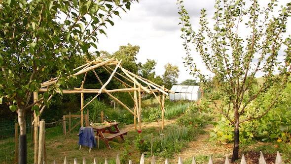 les formations en permaculture de la source dor e. Black Bedroom Furniture Sets. Home Design Ideas