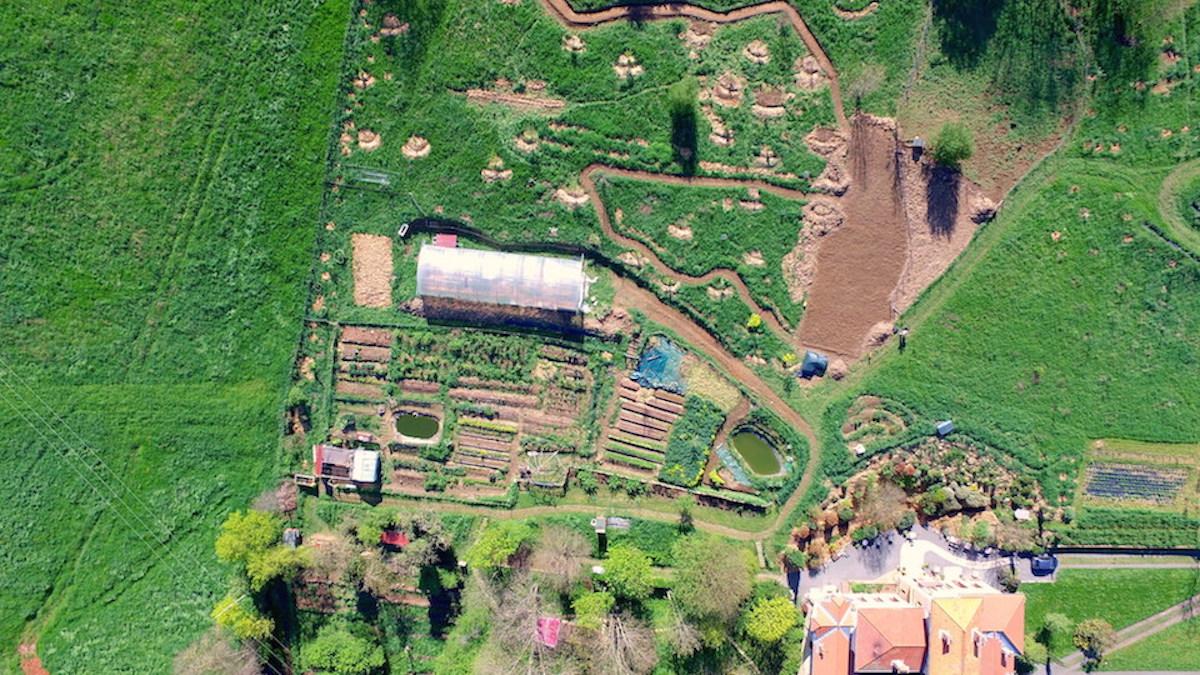 Les formations en permaculture de la source dor e for Plan permaculture